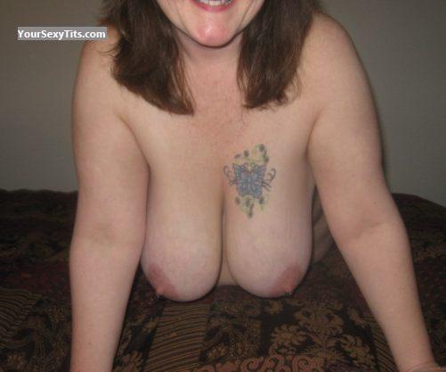 Tit Flash: Very Big Tits - Fiona from United StatesPierced Nipples